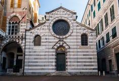 `圣马泰奥` XII世纪小教会的门面,在热那亚街市  免版税库存照片