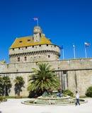 圣马洛湾市墙壁 免版税库存照片