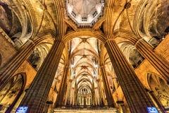 圣洁交叉的大教堂 内部14世纪哥特式教会视图 巴塞罗那卡塔龙尼亚 库存图片