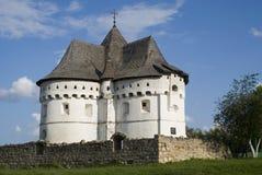 圣洁保护堡垒教会15世纪,乌克兰 免版税库存图片