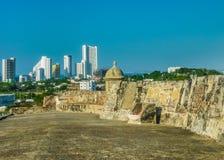 从圣费利佩de巴拉哈斯堡垒的卡塔赫钠视图 免版税库存照片