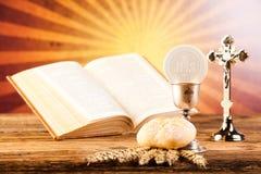 圣洁圣餐,明亮的背景,饱和的概念 图库摄影
