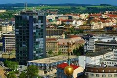 从圣巴塞洛缪的大教堂的Viev共和国正方形的, Pilsen,捷克 图库摄影