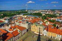 从圣巴塞洛缪的大教堂的Viev Repubblic广场的, Pilsen,捷克 库存照片