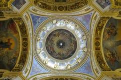 圣以撒的大教堂圆顶在圣彼德堡,俄罗斯 免版税库存照片