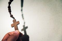 圣洁木基督徒十字架 免版税库存照片