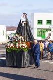 圣洁玛丽雕象复活节队伍的在Yaiza,兰萨罗特岛 免版税库存图片
