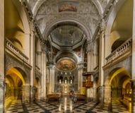 圣费代莱,科莫,意大利, 12世纪里面教会  图库摄影