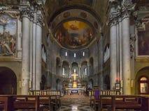 圣费代莱,科莫,意大利, 12世纪里面教会  库存图片