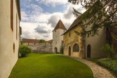 圣Arbogast被加强的教会在村庄穆滕茨 图库摄影