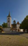 圣Arbogast被加强的教会在村庄穆滕茨 免版税库存图片