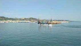 圣Benedetto del Tronto -阿斯科利皮切诺-意大利的海滨人行道 股票视频