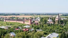圣Euthymius,俄罗斯,苏兹达尔救主修道院的看法从钟楼的 库存图片