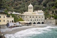 圣Fruttuoso修道院利古里亚海 颜色女儿图象母亲二 库存照片