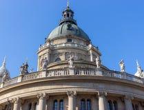 圣Istvan大教堂圆顶反对清楚的蓝天的 圣徒Ishtvan大教堂地标 老著名历史大教堂 免版税库存图片