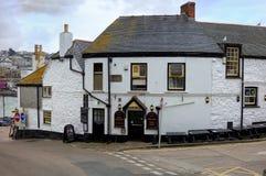 圣Ives,康沃尔郡,英国- 2018年4月13日:` Sloop旅馆`,一间传统真正的强麦酒客栈在圣Ives康沃尔渔村  库存图片