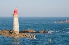 圣Malo的红色灯塔 库存图片