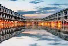 圣Marco广场在晚上,威尼斯意大利 库存照片