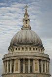 圣Pauls大教堂圆顶  库存图片