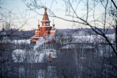 圣Radonezh Sergius寺庙在gremyachiy的瀑布的 免版税库存照片