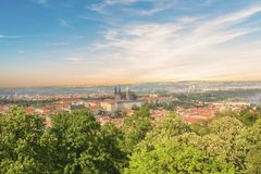 圣Vitus大教堂、布拉格城堡和Mala Strana美丽的景色在布拉格,捷克 图库摄影