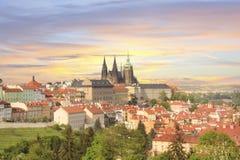圣Vitus大教堂、布拉格城堡和Mala Strana美丽的景色在布拉格,捷克 免版税图库摄影