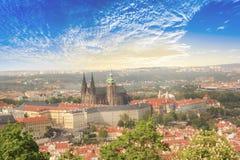 圣Vitus大教堂、布拉格城堡和Mala Strana美丽的景色在布拉格,捷克 库存图片
