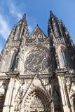 圣Vitus大教堂的正面图布拉格城堡的在布拉格 图库摄影
