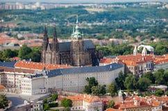 圣Vitus大教堂看法从Petrjinska塔的 免版税库存图片