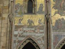 从圣Vitus,布拉格,捷克Republik教会的金马赛克  库存图片