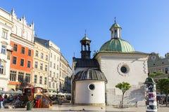 圣Wojciech 11世纪巴洛克式的教会在主要集市广场,克拉科夫,波兰的 免版税库存照片
