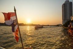在Chao Phraya河的Local运输小船 库存照片