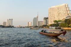在Chao Phraya河的Local运输小船 图库摄影
