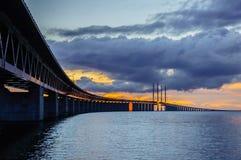在Ãresund桥梁之后的日落 免版税库存照片