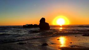 在'Las花名册的海滩的日出在Denia 股票录像