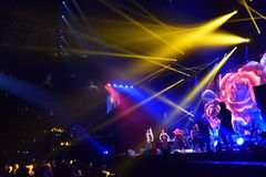 在一万人们出席维克托Drobysh第50个年生日音乐会在巴克来中心 免版税图库摄影