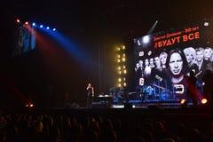 在一万人们出席维克托Drobysh第50个年生日音乐会在巴克来中心 库存图片