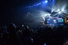 在一万人们出席维克托Drobysh第50个年生日音乐会在巴克来中心 免版税库存图片
