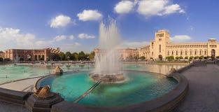 在一个中心广场的喷泉 库存图片