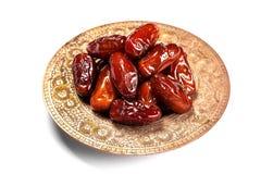 在一个传统盘子的干旱时期在白色背景 ramadan的kareem 免版税库存图片