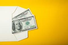 在一个信封的二百美元在黄色背景,拷贝空间 免版税库存图片