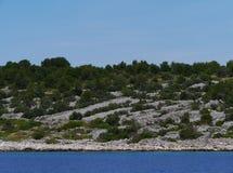 在一个克罗地亚海岛上的石块墙 库存照片