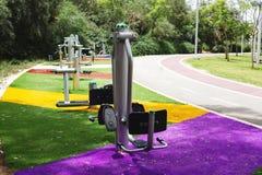 在一个公园行使设备在Rishon Le锡安,以色列 免版税库存照片