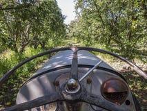在一个农场的老拖拉机在维多利亚,澳大利亚 免版税库存照片