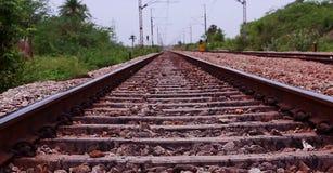 在一个农村场面的铁路轨道 库存图片