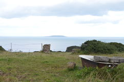 在一个农村领域的浴缸由沿海在Howth,爱尔兰 库存照片
