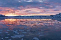 在一个冰河海湾的清早 免版税库存图片