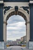 在一个凯旋式拱道的接近的看法 免版税图库摄影