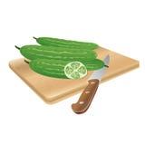 在一个切板的新鲜的黄瓜有刀子的,传染媒介例证 免版税库存照片