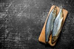 在一个切板的盐味的鲱鱼 免版税库存图片